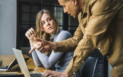 Sosial angst på jobb – hvordan kan du takle det?