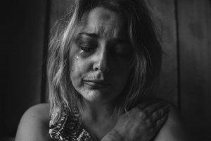 Traume – hva er definisjonen og hvilke symptomer gir det?
